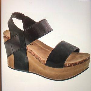 Pierre Dumas Womens Hester-1 wedge sandal 6.5